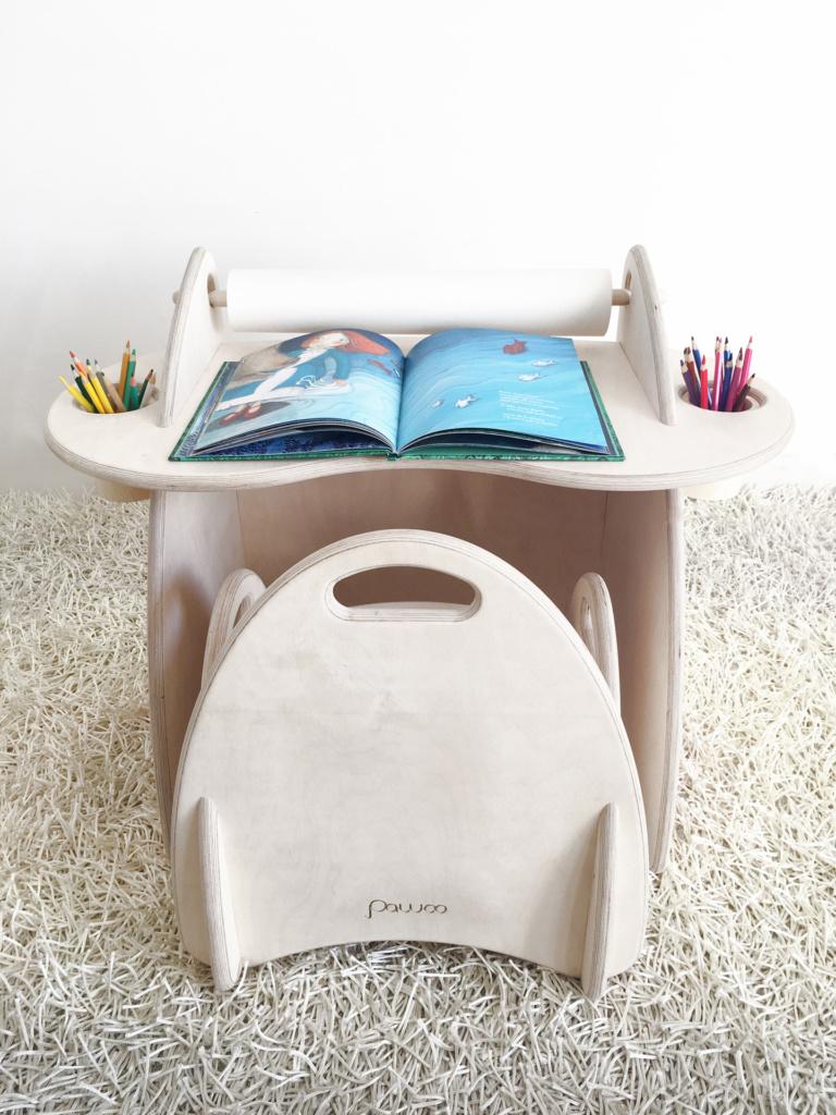 scrivania attrezzata e sedia in legno per bambini