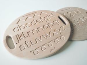 tavoletta sensoriale in legno con alfabeto tracciati e numeri incisi