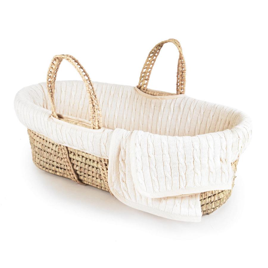 cesta di vimini per la nanna del neonato